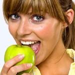 Descubre cómo blanquear tus dientes mediante la alimentación