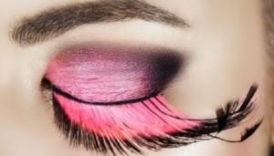 Cuidado este Carnaval con las pestañas postizas o el maquillaje
